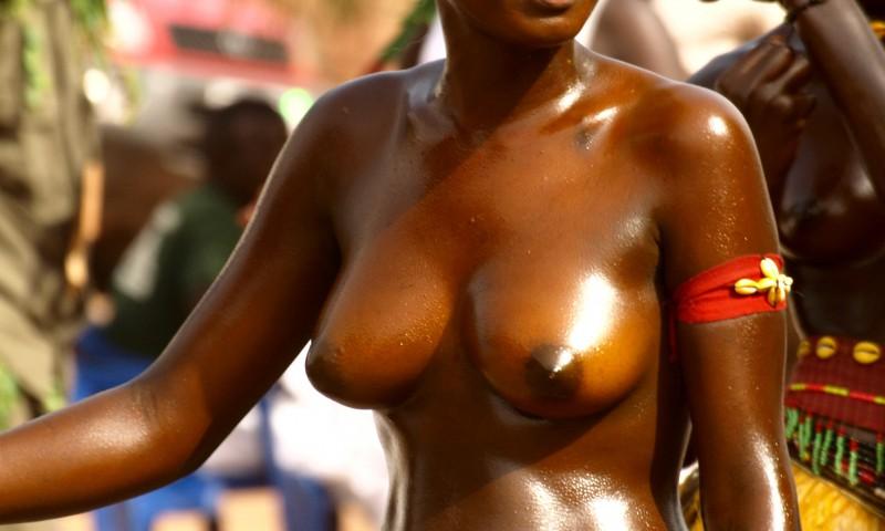 Chica en el carnaval de Bissau