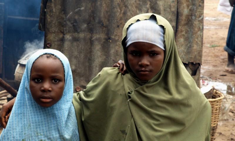 Dos niñas de la Nigeria musulmana