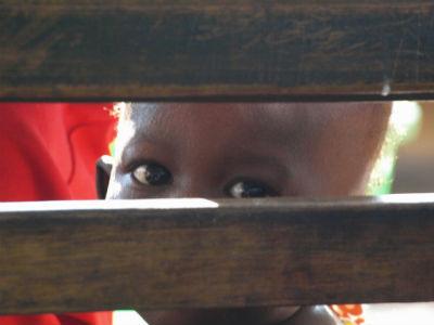 Niño en la estación de Maroua