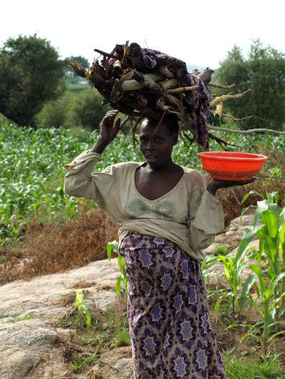 Una chica embarazada en la frontera con Nigeria
