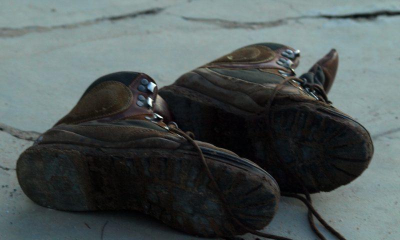 Nuestras botas tras pasar la frontera de Nigeria