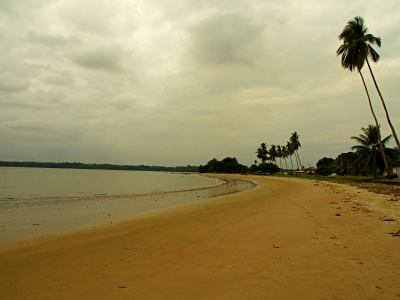 Otra imagen de la playa de Mbini