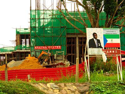Construcciones en Mbini