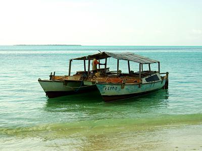 Nuestro catamaran en Ibo