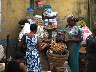 Vendedoras en un mercado de Ebutemeta