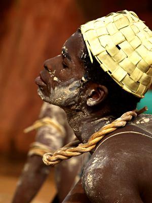 Caras embadurnadas en Bissau