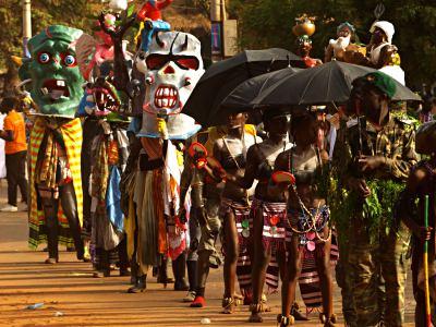 Las tabancos durante el desfile del Carnaval de Bissau