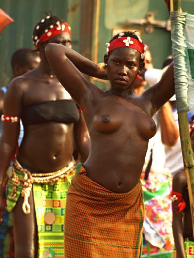 Chica durante el carnaval de Bissau