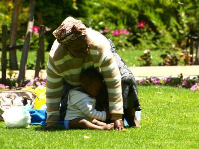 Una mujer en un parque de Ciudad del Cabo