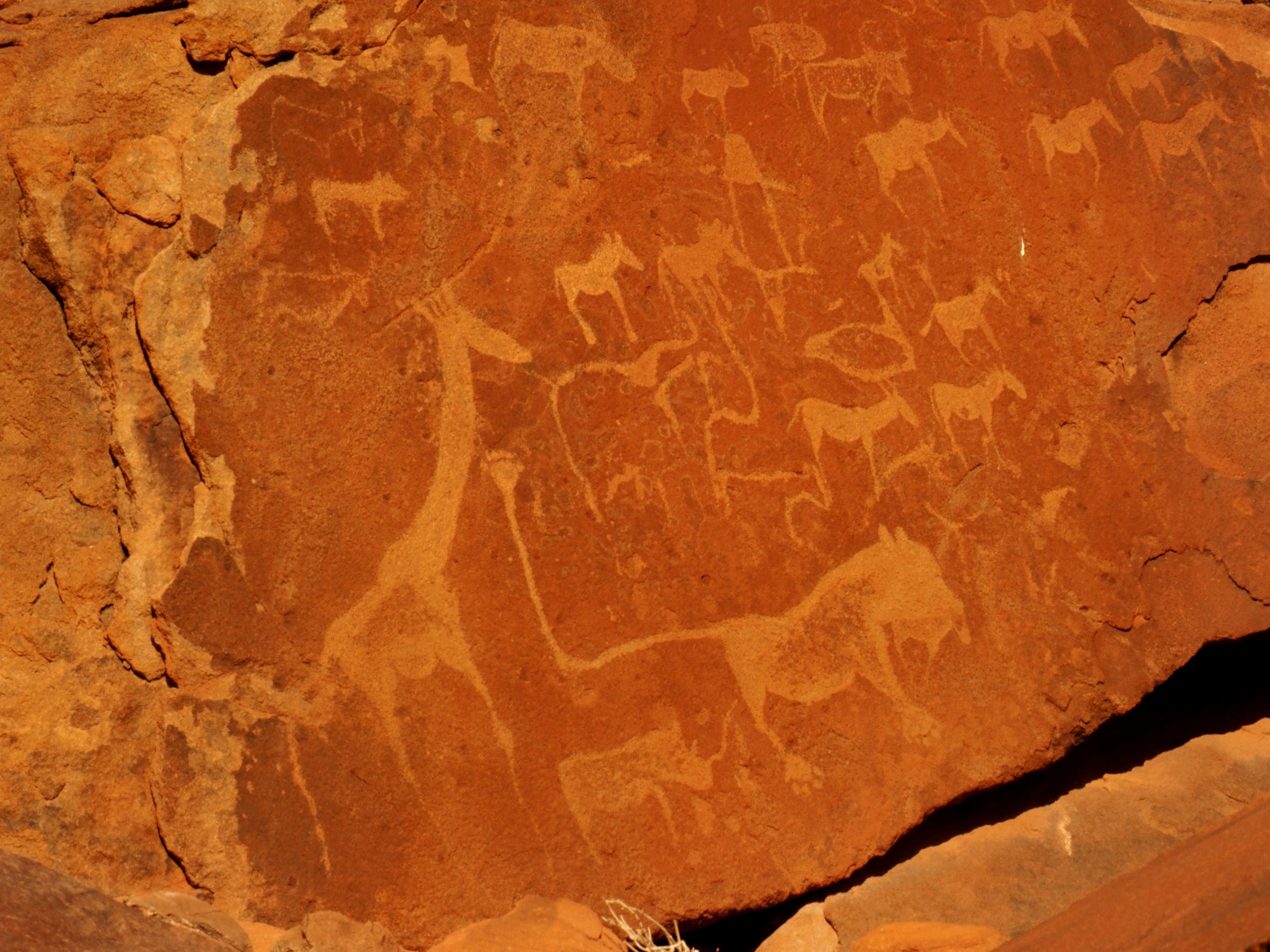 Los increíbles petroglifos de Namibia