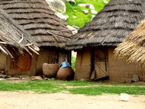 Una choza en un poblado Bassari