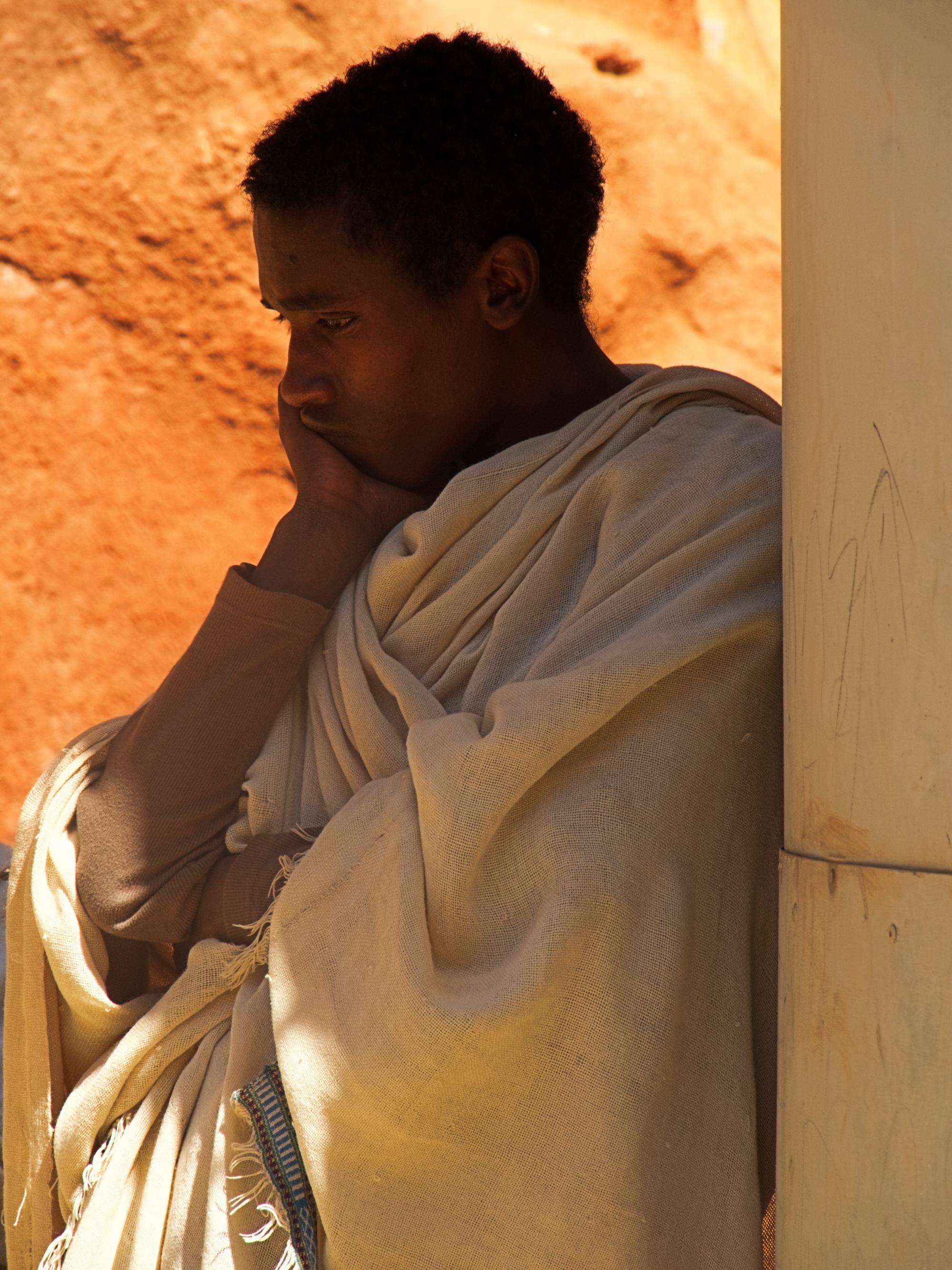 Peregrino meditando en Etiopia