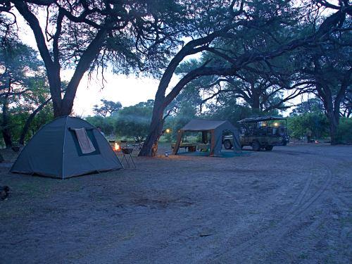 Anochece en nuestro campamento