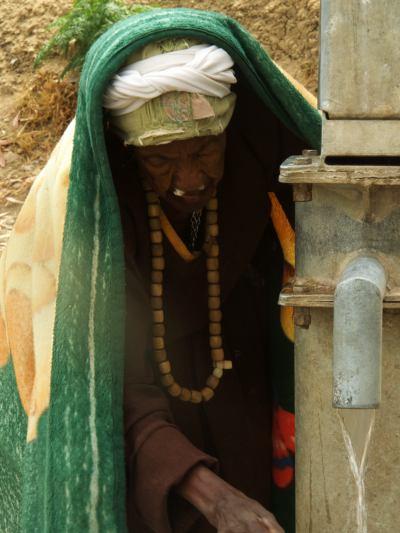 Una anciana en la misión del Aba