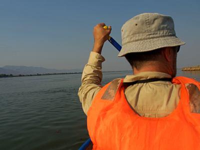 Navegando por el Zambeze en piragua