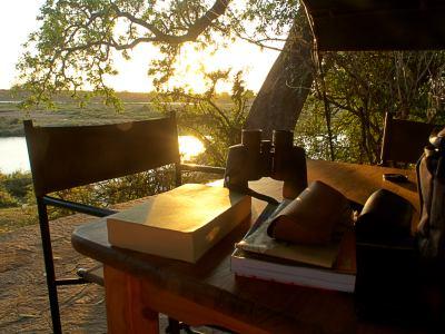 El maravilloso atardecer africano en Zimbabue