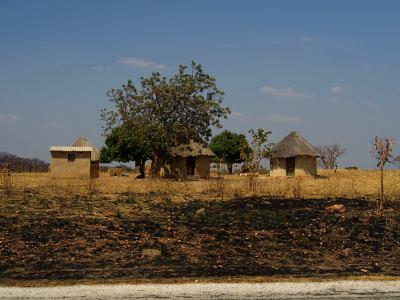 Pequeños poblados salpican el camino a Gweru