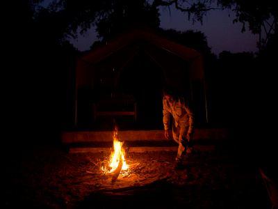 Un fuego de campamento en Mana Pools