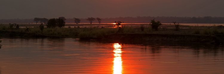 Atardeciendo en el río Zambeze