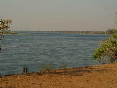 El gran río Zambeze desde África Tiger