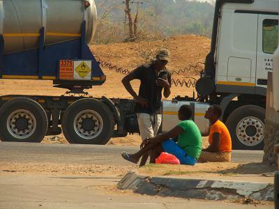 Chirundu con el coche roto
