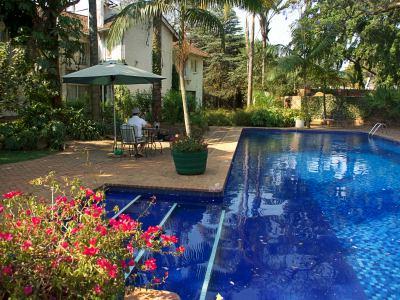 Piscina del Hotel Bronte en Harare
