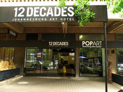 Fachada del hotel 12 Decadas