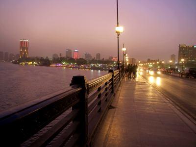 El Cairo de noche fascina