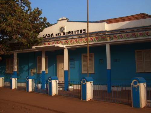 Un paseo por Bissau. La Casa de derechos
