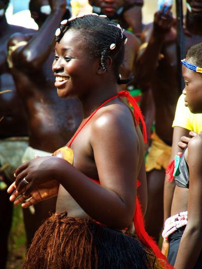 Una chica durante el Carnaval de Bissau