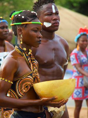 Unas mujeres en el Carnaval de Bissau