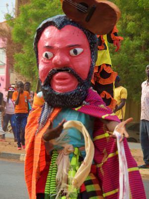 Mascaras durante el Carnaval de Bissau