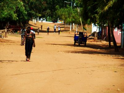 Mujeres por las calles de Bubaque