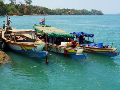 Barcas en el muelle de Bubaque