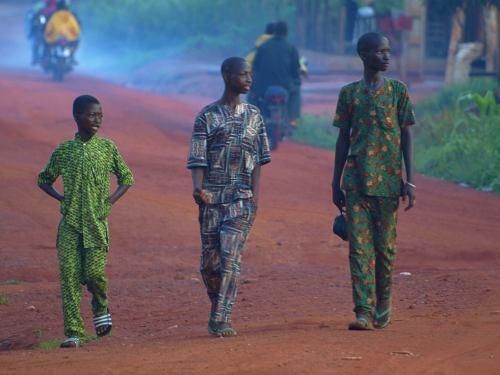 Tres jóvenes en Benin