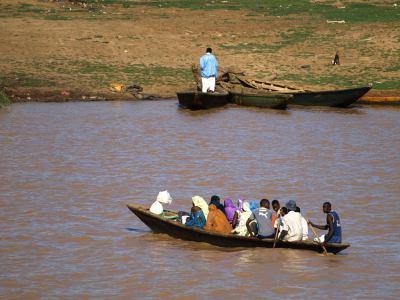 El río Senegal a la otra orilla Mauritania