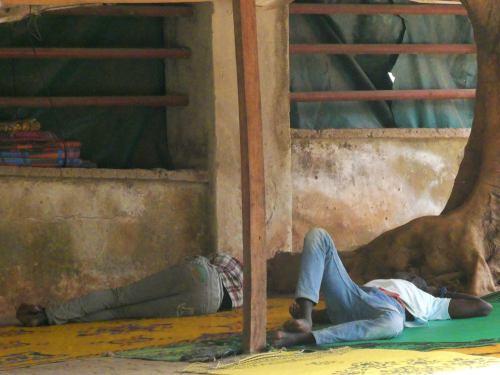 Dos bellas durmientes en Abuja