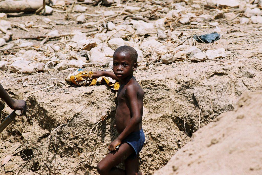 Niño trabajador de las canteras de Abeokuta