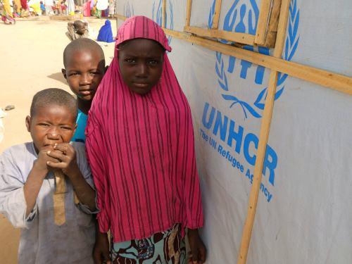 Varios niños en un campo de  refugiados de Maiduguri