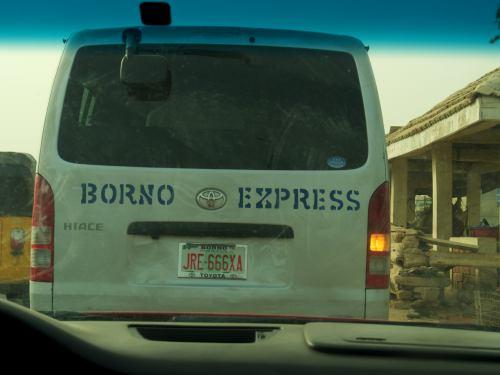 Un mini bus saliendo de la bus station de Maiduguri