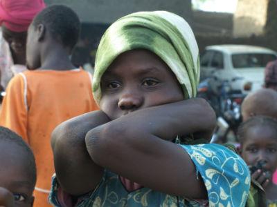 Una niña en una village del Lago Chad