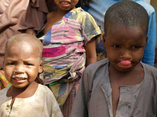 Dos niños en el campo de refugiados de Maiduguri