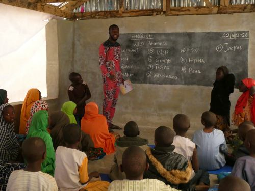 Un profesor dando su clase en Shuawari nº5