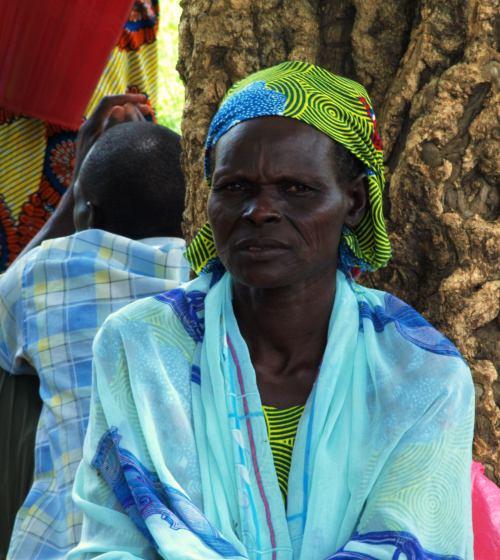 Una mujer en el mercado de los borrachos de Camerun