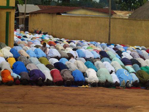 La gente al paso del Lamido de Ngaoundere