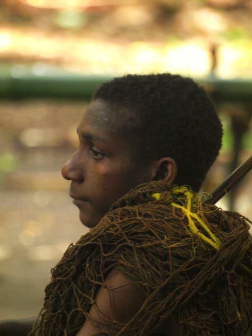 Un pigmeo en uno de sus pnblados en Camerun