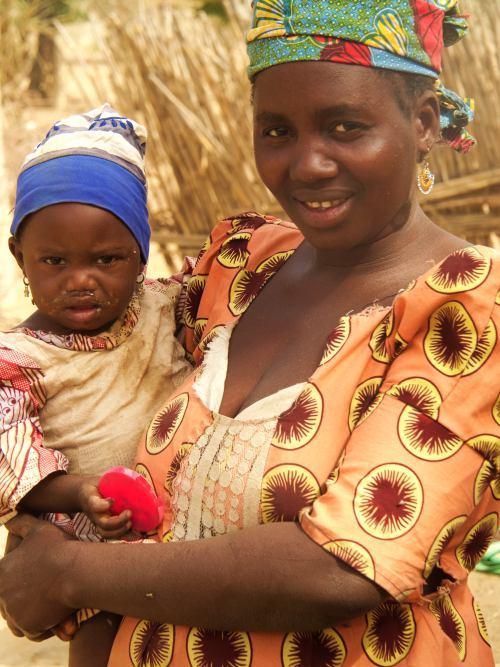 Una mujer en una village cerca de Kano