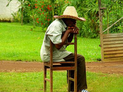 Un guardia de Sampaka, plantación de cacao de Guinea Ecuatorial