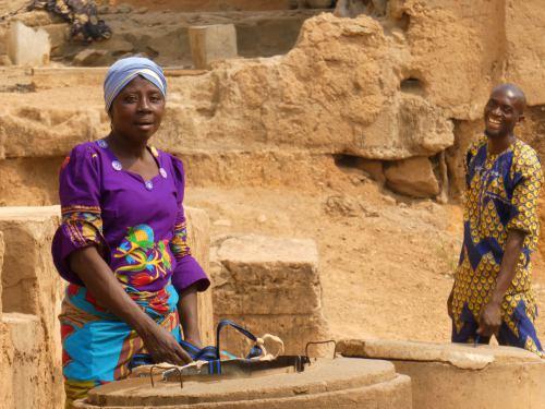 Una mujer en un barrio de Ibadan Nigeria