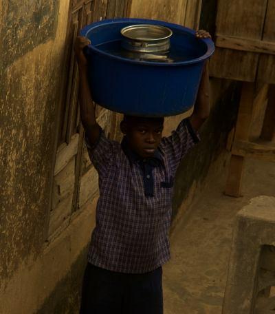 Un chico en Ibadan Nigaria